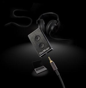DacMagic-XS-Dark-Close-Up- -Headphone- Mac