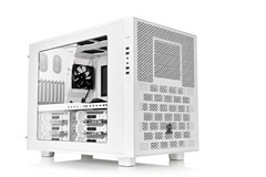 Thermaltake Core X9 Snow Edition has an interchangeable Window and IO Panel.