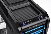 Thermaltake Chaser A31 Gaming Chassis comes with an user friendly tray on top for any portable devices like mobile, mp3player and digital camera