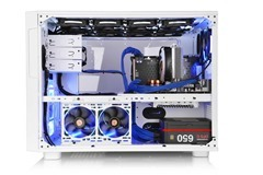 Thermaltake Core X9 Snow Edition chambers concept is optimized for space management by dividing into two main chambers.